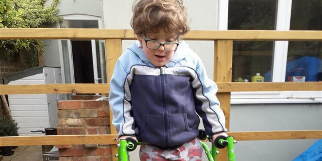 """""""Brave and brilliant"""" Frank, 6, wins PM award for daily walks in aid of Covid-19 Urgent Appeal"""